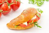 Savory croissant with tomato, arugula and cheese — Stok fotoğraf