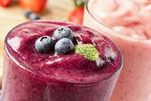 čerstvé organické borůvka smoothie — Stock fotografie