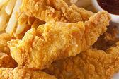 Tiras de frango crocante orgânico — Foto Stock
