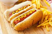 Organik tüm sığır hotdog — Stok fotoğraf