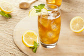 Refreshing Iced Tea with Lemon — Stock Photo
