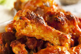 热和 spicey 水牛城鸡翼 — 图库照片