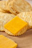 Cheese and Cracker Appetizer — Stock Photo