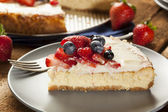 Homemade Strawberry and Blueberry Cheesecake — Stock Photo