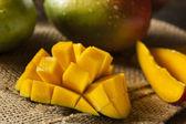 Organic Colorful Ripe Mangos — Stock Photo
