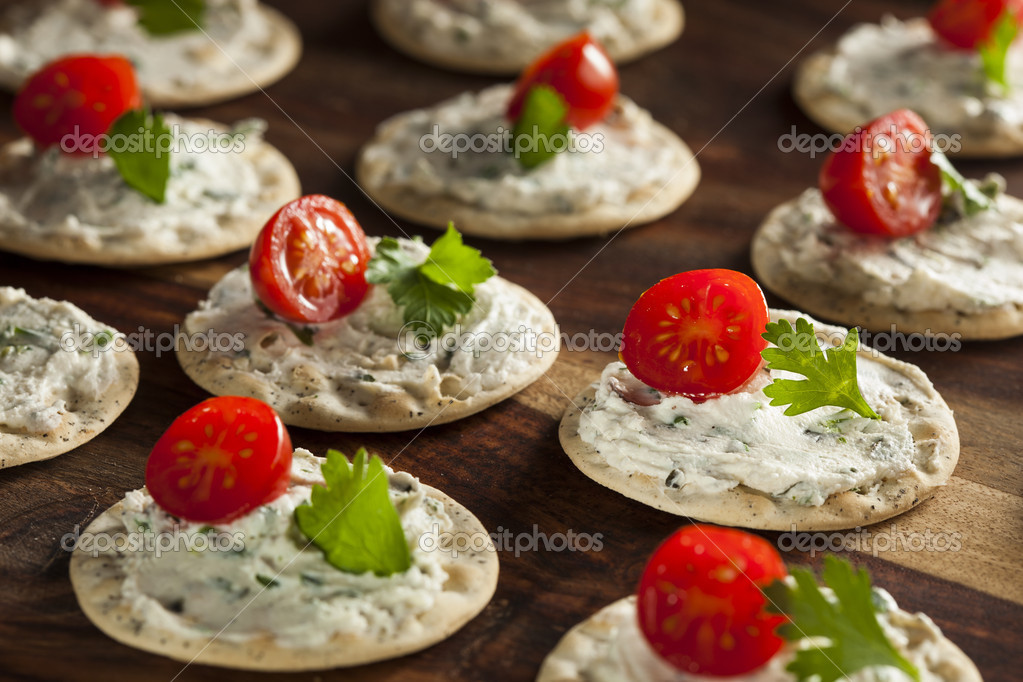 Canap s de queso y galletas foto de stock bhofack2 for Canape hors d oeuvres