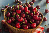 Raw Organic Red Cherries — Stockfoto
