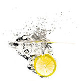 Fresh lemon slice splash — Stock Photo