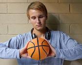 Głęboko w myśli koszykówki — Zdjęcie stockowe