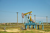 Oil pump jack in operation. — Foto de Stock
