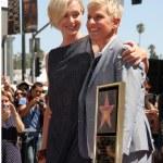 Постер, плакат: Portia DeRossi and Ellen DeGeneres
