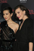 Li Bingbing, Milla Jovovich — Stock Photo