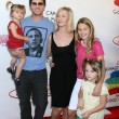Peter Facinelli, Jennie Garth & Their daughters Luca, Lola, and Fiona — Stock Photo #12909016