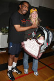 James Reynolds & Alison Sweeney & her baby Megan Hope Sanov — Stockfoto
