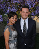 Justin Chambers and wife Keisha — Stock Photo