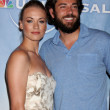 Yvonne Strahovski and Zach Levi — Stock Photo #12924833