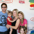 Peter Facinelli, Jennie Garth & Their daughters Luca, Lola, and Fiona — Stock Photo #12929426