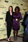 Anne Hathaway & Viola Davis — Stock Photo