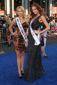 Miss California 2011 Katherine Blair & Miss USA 2011 Alyssa Campanella — Stock Photo