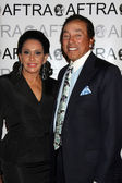 Smokey Robinson and wife — Stock Photo