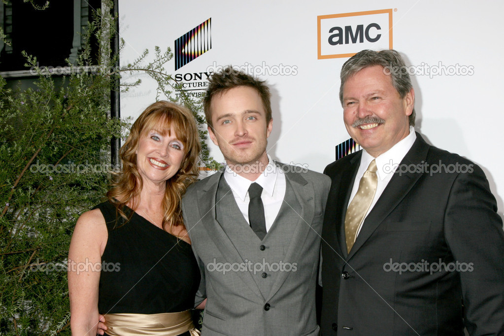 "Aaron Paul & His Parents at the ""Breaking Bad"" Premiere Screening at Sony Picutres Studio in Culver City, CA on January 15, 2008 — Stock Photo #12929717"