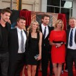 Постер, плакат: Liam Hemsworth Chris Hemsworth family
