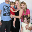 Peter Facinelli, Jennie Garth & Their daughters Luca, Lola, and Fiona — Stock Photo #12936839