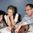 Kristen Bell & hospital patient Daniely Valenzuela, and shoe designer Mark  — Stock Photo
