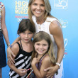 Lori Loughlin and her daughters — Stock Photo