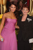 Alicia Keys and Mom — Stock Photo