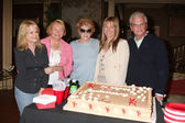 Patti Denney (celebrating 30 years in Hair Make-up dept), Lee Bell, Jeanne Cooper, Maria Bell, Paul Rauch — Foto Stock