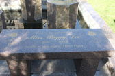 Peggy Lee Memorial Bench — Stock Photo