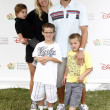 Joshua Morrow & Family — Stock Photo