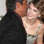 ������, ������: George Lopez & Taylor Swift