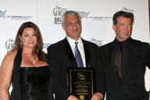 Keely Shaye Smith, Pierce Brosnan, with The Cove winner — Stock Photo