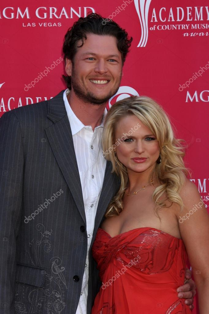 Blake Shelton and Miranda Lambert arriving at the 44th Academy of Country Music Awards at the MGM Grand Arena in Las Vegas, NV on April 5, 2009 — Stock Photo #12961206