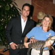Don Diamont & Aligater, with handler — Foto de Stock