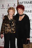 Jeanne Cooper & Marcia Wallace — Stock Photo