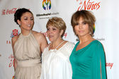 Jennifer Lopez & Her sister and mom — Stock Photo