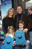 Chris Harrison & Family — Stock Photo