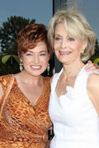 Carolyn Hennesy & Constance Towers — Stock Photo