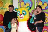 Sean astin i rodziny z oso — Zdjęcie stockowe