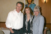 Gordon Thompson, Pamela Sue Martin, and Linda Evans — Stock Photo