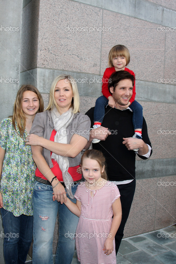 Nelson Auto Finance >> Jennie Garth, Peter Facinelli, and daughters Luca Bella, Lola Ray, and Fiona Eve Facinelli ...
