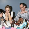 Kristen Bell,hospital patients Kevin & Daniely Valenzuela, shoe designer Mark Linn Pozo — Stock Photo