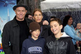 Corbin Bernsen, Amanda Pays and sons — Stock Photo