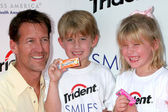 James Denton, son Sheppard and daughter Malin — Stock Photo