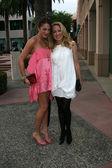 Roxanne Olin and Patricia Wettig — Stock Photo
