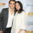 Torrey DeVitto and actor Paul Wesley — 图库照片