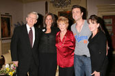 William Wintersole, Jess Walton, Jeanne Cooper, Daniel Goddard, and Kate Li — Stockfoto